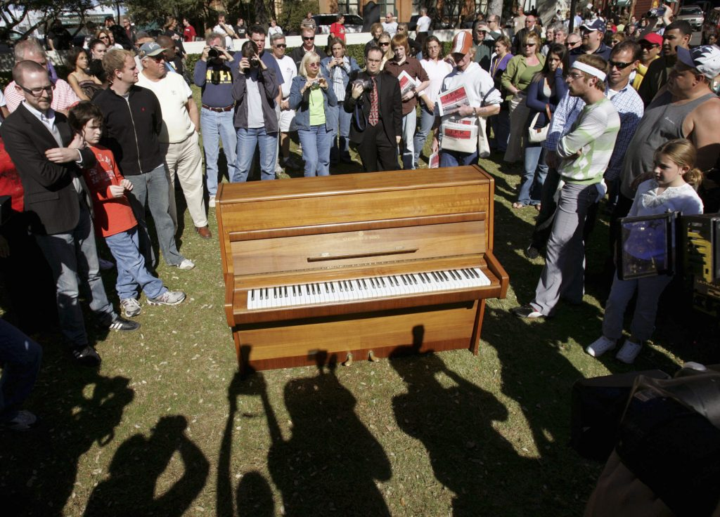 John Lennon piano bought by George Michael